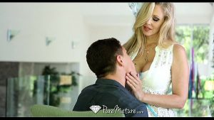 Image HD – PureMature Hot Milf Julia Ann loves a big dick
